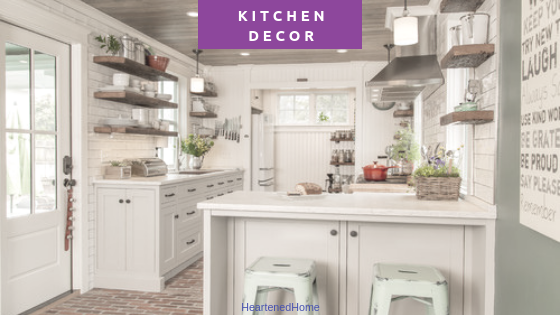 Farmhouse Kitchen Decor - Check out these amazing 5 farmhouse kitchens and recommended accents to get the look! | HeartenedHome.com #afflink #kitchendecor #farmhouse